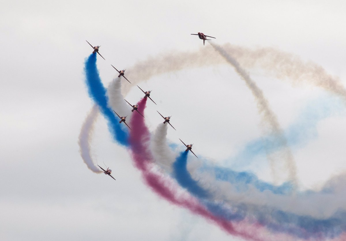 Our final UK public show of 2019 is complete. Privileged to display in front of a big @airtattoo crowd before the team heads to North America to represent the UK. Images by SAC Hannah Smoker. #redarrows<br>http://pic.twitter.com/6XVCI7QokB