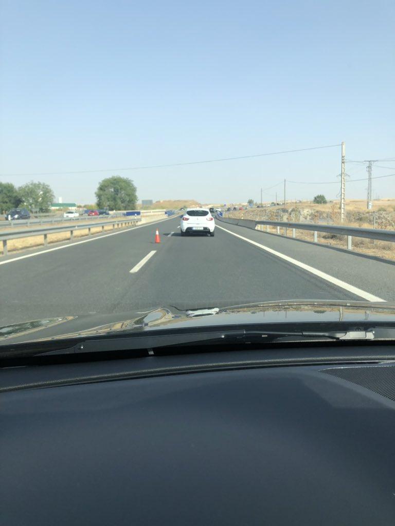 Vergüenza de coordinación de la #DGT desde el km45 en la #a3 con un solo carril y no se sabe hasta donde, esto lo hacen x el descanso del conductor xra q no haya #fatiga #qué #vergüenza