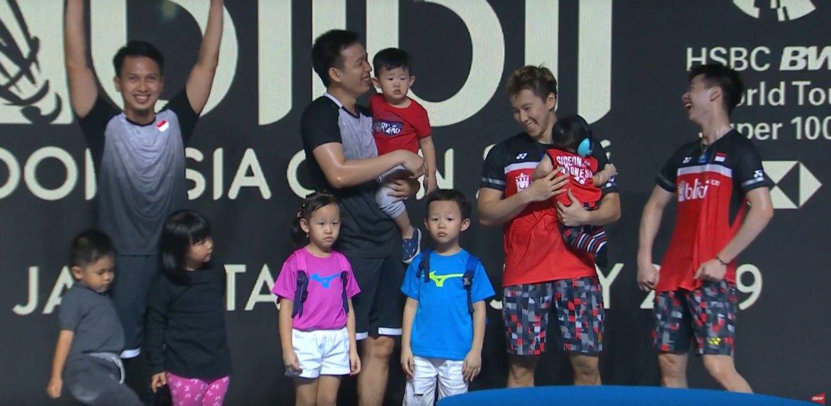 Keluarga bahagia Semua tertawa dan senyum :) #BlibliIndonesiaOpen2019