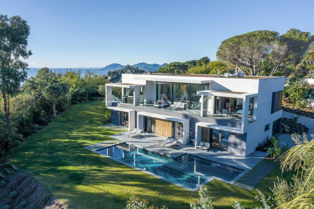 Super Cannes - stunning modern villa - €8,800,000 https://buff.ly/2WHVRlZ #realestate #frenchriviera #cotedazur #realtor #southoffrance #france #holiday #investment #cotedazurfrance #supercannes #cannes