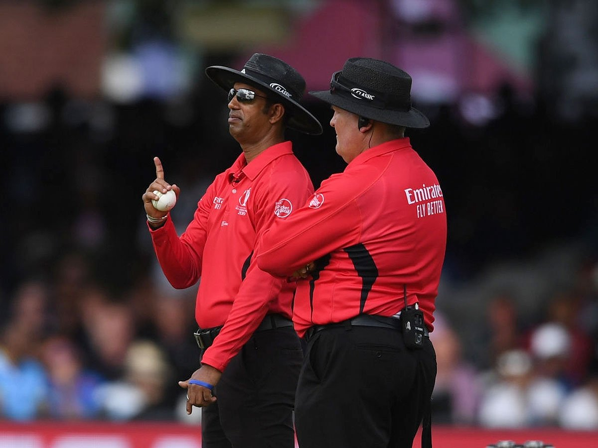 #CWC2019 #ICCWorldCup2019 #CWC19  @cricketworldcup final umpire admits 'error': Report  Dharmasena said he did not have the benefit of television replays which showed the batsmen had not crossed  More Here   http:// toi.in/ihmnUb/a24gk    <br>http://pic.twitter.com/qdRdxZthwY