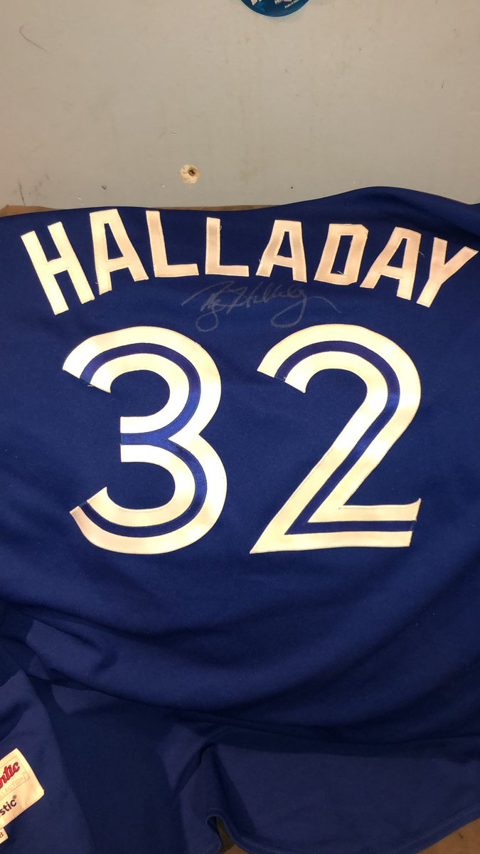 Roy Halladay was one of the best pitchers I've ever had the pleasure to watch, He was the reason I wanted to be a pitcher. Sucks so much that he won't be there to enjoy this but his memory Will always live on. #RIP32 #HOFWKND #Phillies #BlueJays