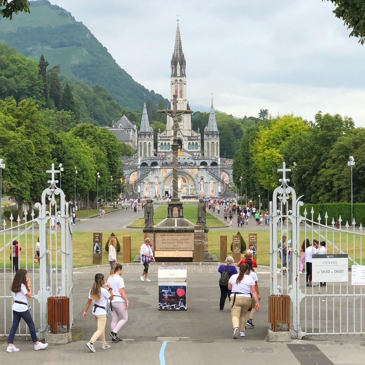 Arrived in Lourdes this afternoon for a week on pilgrimage with the OMV and a wonderful group of guests. May Our Lady of Lourdes and Saint Bernadette pray for us, and may this be a time of healing and grace. <br>http://pic.twitter.com/ZhouT0RUtr