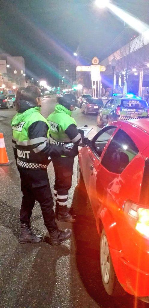 Siendo el resultado de los controles de sábado y domingo en la mencionada ciudad de: 22 CONDUCTORES ALCOHOLIZADOS RETIRADOS DE LA VÍA PÚBLICA, #Chubut #LaPrevencióneselMejorCamino