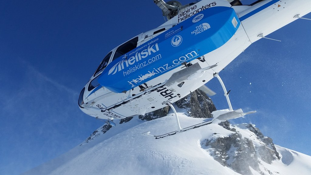 Skip the lift lines! A helicopter can get you to the top quickly while you experience the kind of views people pay good money for on sightseeing flights.  #gosnow #southernlakesheliski #heliskinz #heliskinewzealand #heliski #skiing #snowboarding #helicopters #alpinehelinz
