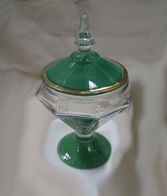#etsy shop: Vintage Anchor HOCKING #1093 early 20th Century Art Deco Glass Covered Candy Dish - Collectible. Lid. Green and Gold.  https:// buff.ly/2KtuYAa      #vintage #collectibles #green #housewarming #gold #stpatricksday #art #artdeco #candydish<br>http://pic.twitter.com/CBGkiZgMS8