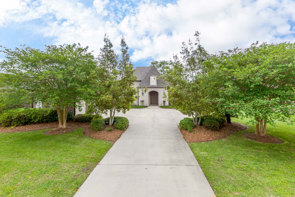 I am looking for a buyer on 10311 N. Lake Estates Ave. #BatonRouge #LA  #realestate http://tour.circlepix.com/home/SSYKUM