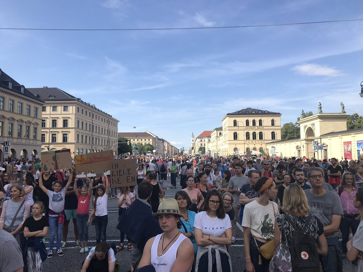 #FridaysForFuture in #Munich 11 000 people marching for #climate #action now!! @WECFDeutschland  supports this march with #ParentsForFuture