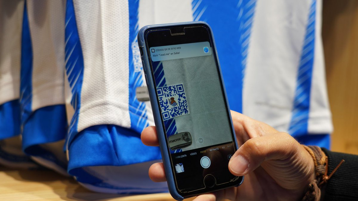 📱Do you already have the new txuri urdin shirt? This season, get ready to live blue and white! Scan your football shirt and then use it to get access to other kinds of experiences!💙⚪️   http://bit.ly/30tbTSB  #ExperienciasRS #RealSociedad