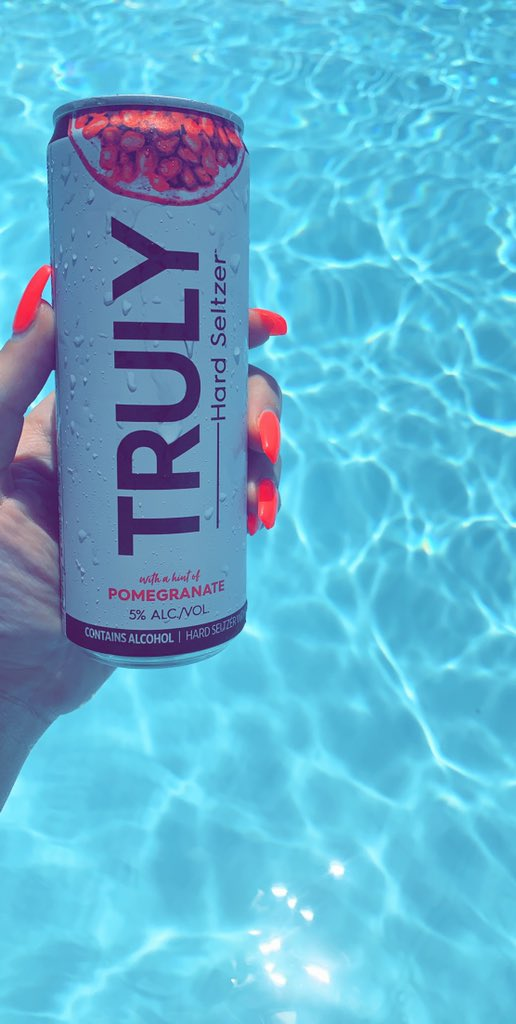 Truly's > white claws   #thankunext <br>http://pic.twitter.com/y9ZwVajQMu