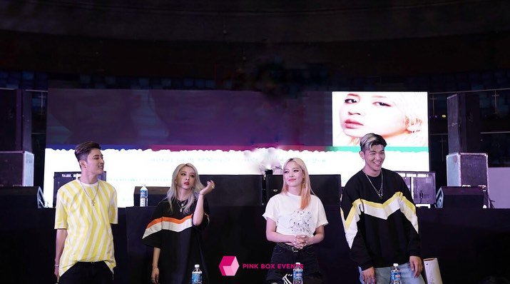 Missed @KARD_Official's Concert? Don't worry we got your back. Check out our review on #PlayYourKARDRight Tour in New Delhi! https://www.destinationkpop.com/review-kard-%ec%b9%b4%eb%93%9c-play-your-kard-right-tour-in-india-performance-at-the-talkatora-stadium-in-new-delhi-190712/ … PC: @hipinkboxevents  #KARD #WildKARDinIndia #Kpop #KpopinIndia #KpopIndia #DKPOP #PinkBoxEventspic.twitter.com/BsivGyoYyP