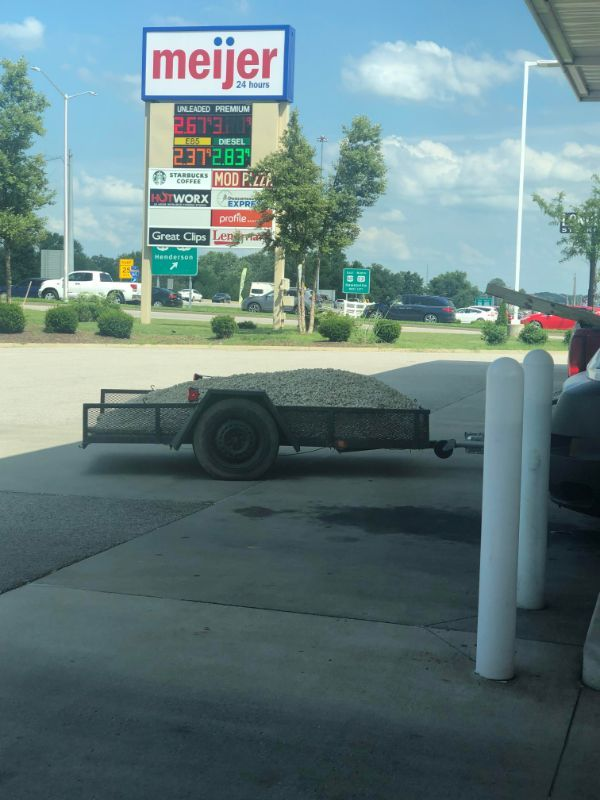 #PicturesFromTheRoad  You probably shouldn't tailgate this guy.... who doesn't have a tailgate. For his gravel. In his open trailer. In Kentucky. #trucking #truckers #highwaylife #truckthat #truckerproblems