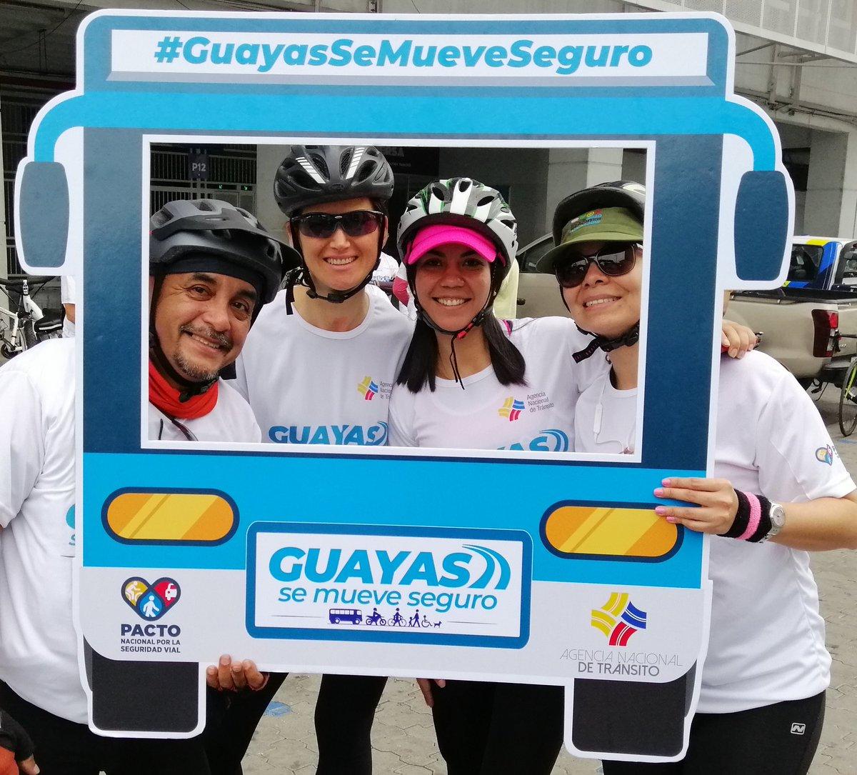 Celebramos las fiestas julianas pedaleando por la siempre hermosa ciudad de #Guayaquil. #GuayasSeMueveSeguro el ciclismo es vida! 🚵♀️ @gabymunozoc