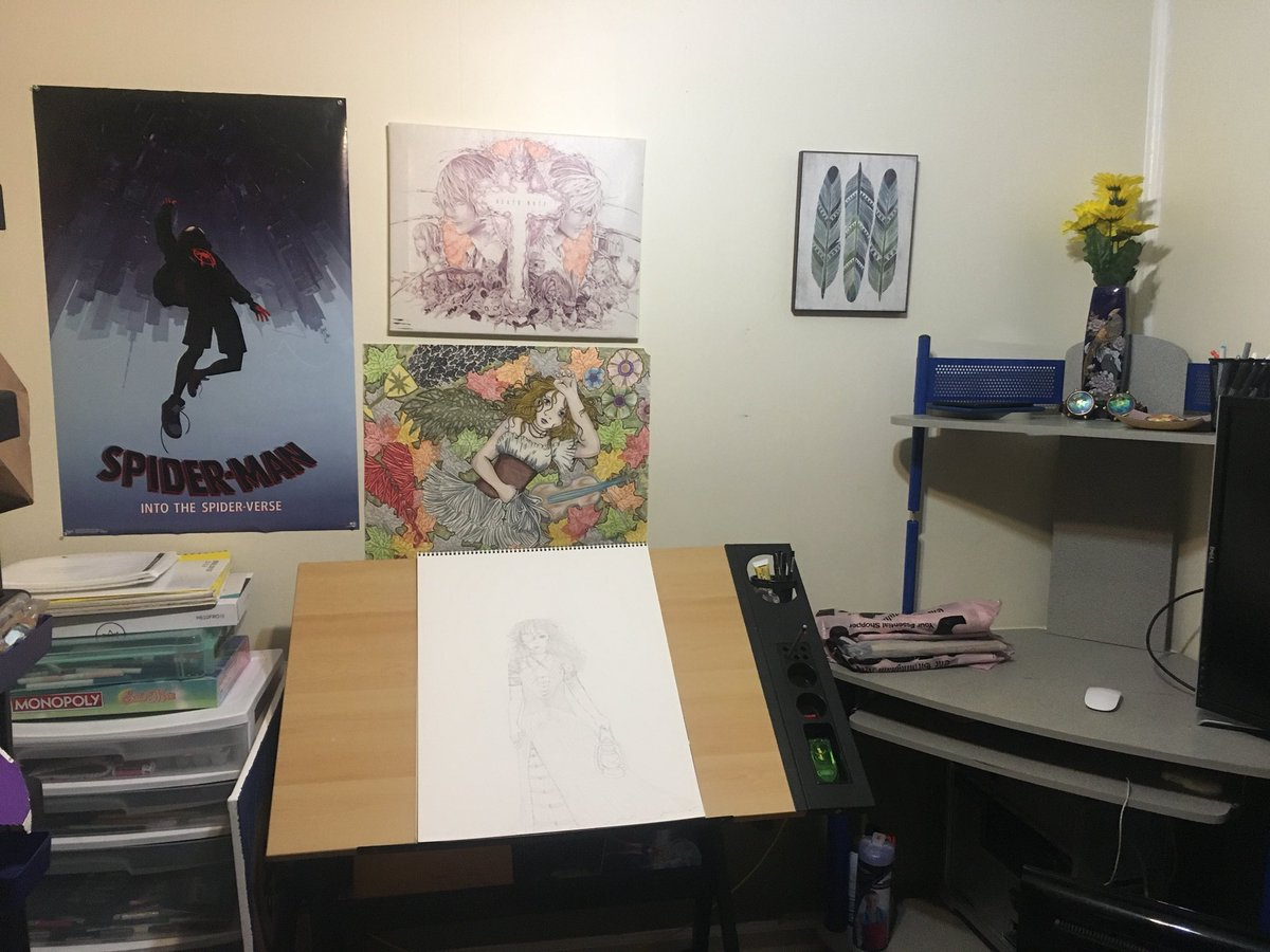 Falling more in love with my creative corner now that I've cleaned and decorated a bit.  #writingcommunity #artistsontwitter<br>http://pic.twitter.com/ybVVbcOLR5