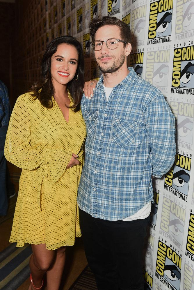 PHOTOS l @melissafumero and @thelonelyisland at SDCC yesterday (Via ibb.co/album/hVLNFa)