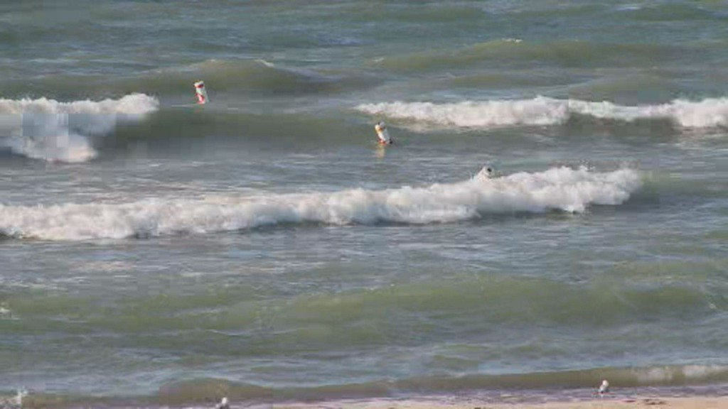 Man Pulled From Lake Michigan Near Washington Park After Slipping Underwater chicago.cbslocal.com/2019/07/21/man…