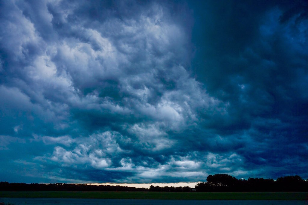 Intense Thunderstorms Rolling Through!! Mother Nature Put on a Light Show Last Night!#MotherNature #Storm #Cloud