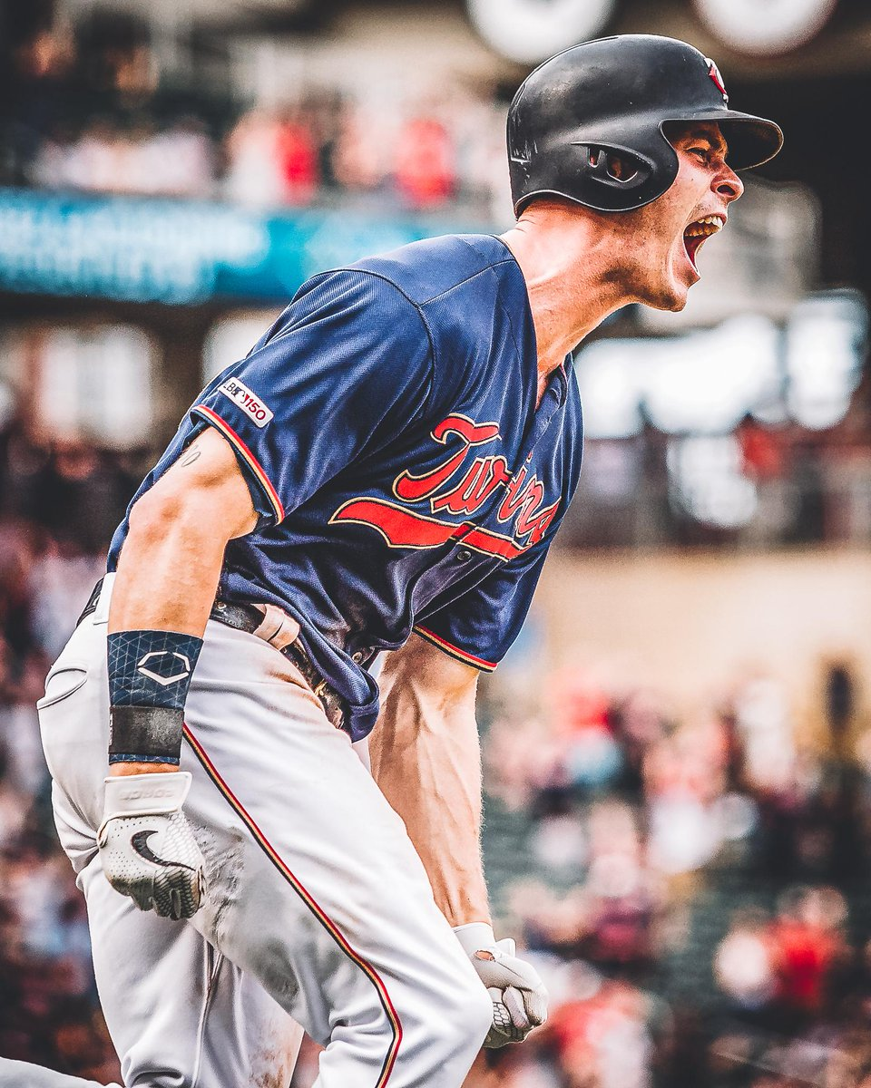 That walk-off feeling though.   #TwinsWin | #MNTwins  <br>http://pic.twitter.com/02AtYwGeQj