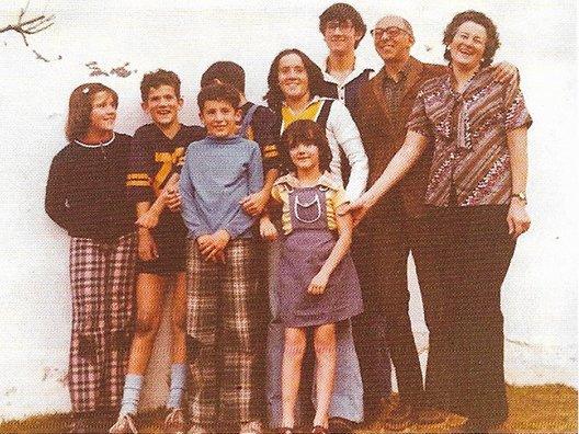 La corrupción en México permite que una familia pase de tener los pantalones remendados y con parches en las rodillas, a ser inmensamente ricos gracias al tráfico de influencias.Son los Zavala Gómez del Campo.
