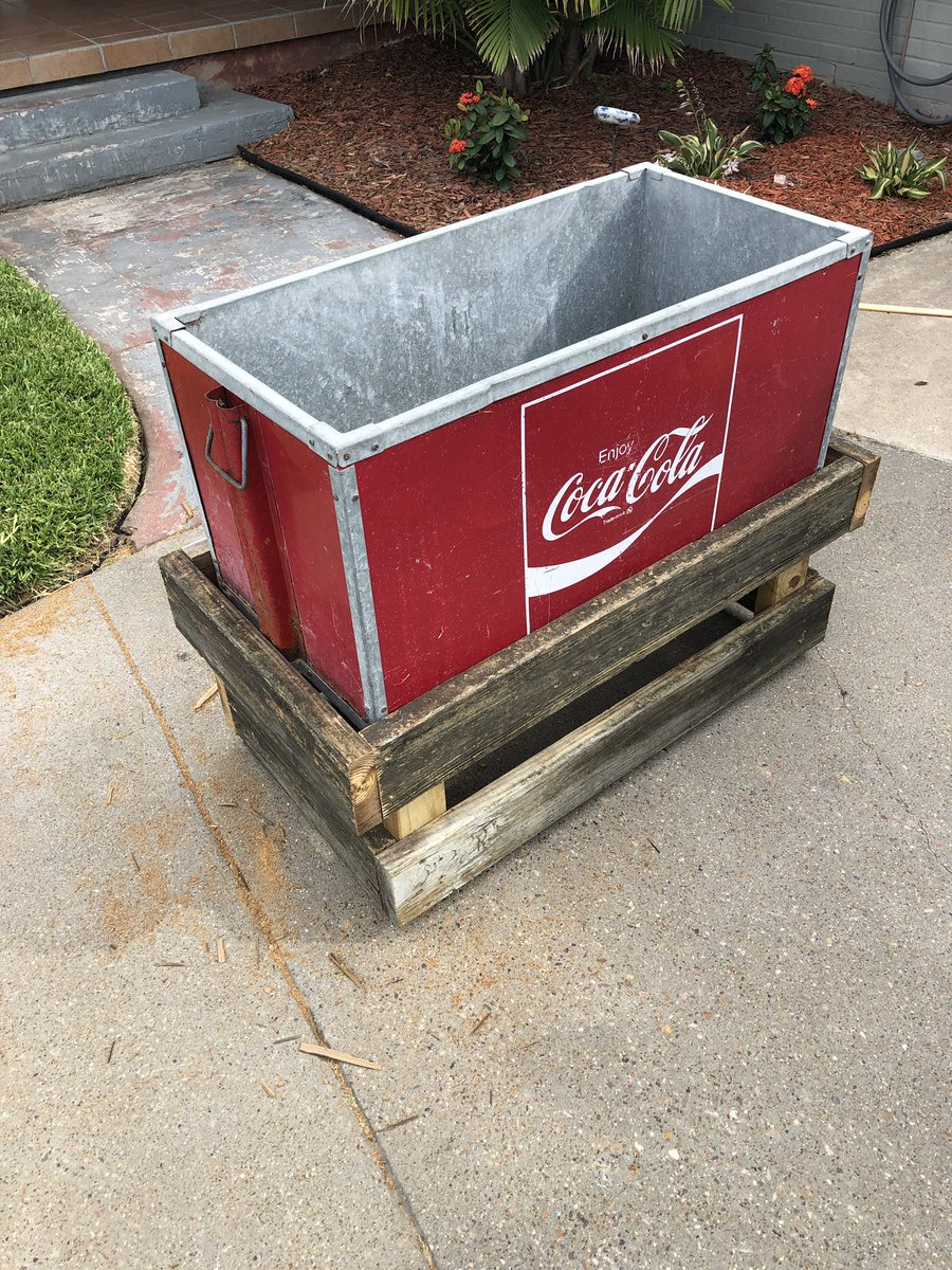 Built this stand from reclaimed wood for an old @CocaCola cooler.  🔨  #reclaimedwood #diy #project #projects #cooler #cocacola #classic #retro #lawncarenut #corpuschristi #texas #youtube #donslawns