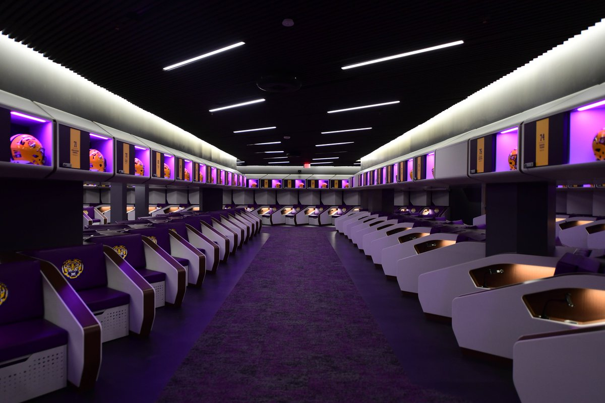 There are locker rooms... And then there's the #LSU locker room
