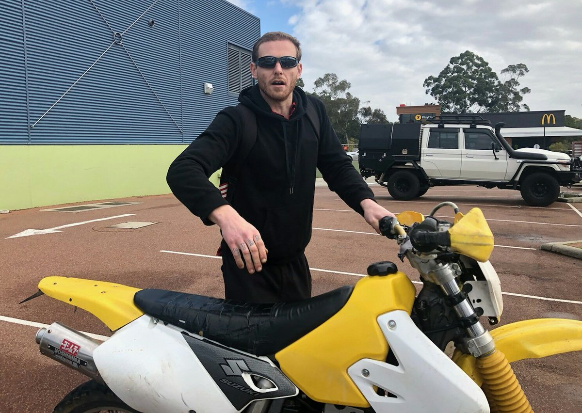 Do you know this cat? He can assist us with inquiries into the theft of cigarettes from Woolworths Mundaring July 21. We will also have a quiet word with him for riding an off road bike with no helmet. 1800333000 & quote IR 210719141786088. #FB<br>http://pic.twitter.com/vko5cBA8G9