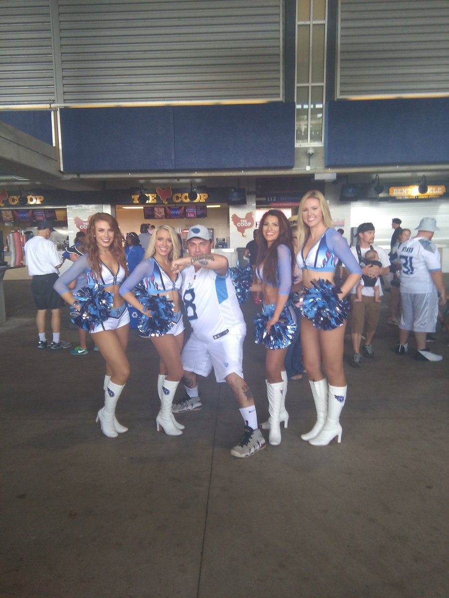 The AFC SOUTH will come down between the titans and colts mariota has his best year in the NFL and take the south by storm its true dam true titan the hell up <br>http://pic.twitter.com/i6jxqc2uX7