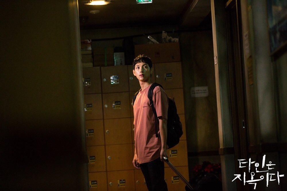 Cuplikan Im Si Wan di drama Strangers  from Hell.