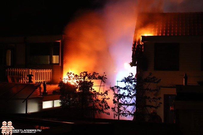 Veel schade door middelbrand aan de Rijnweg https://t.co/6LOXRV6uCd https://t.co/1KKFyhNnzu