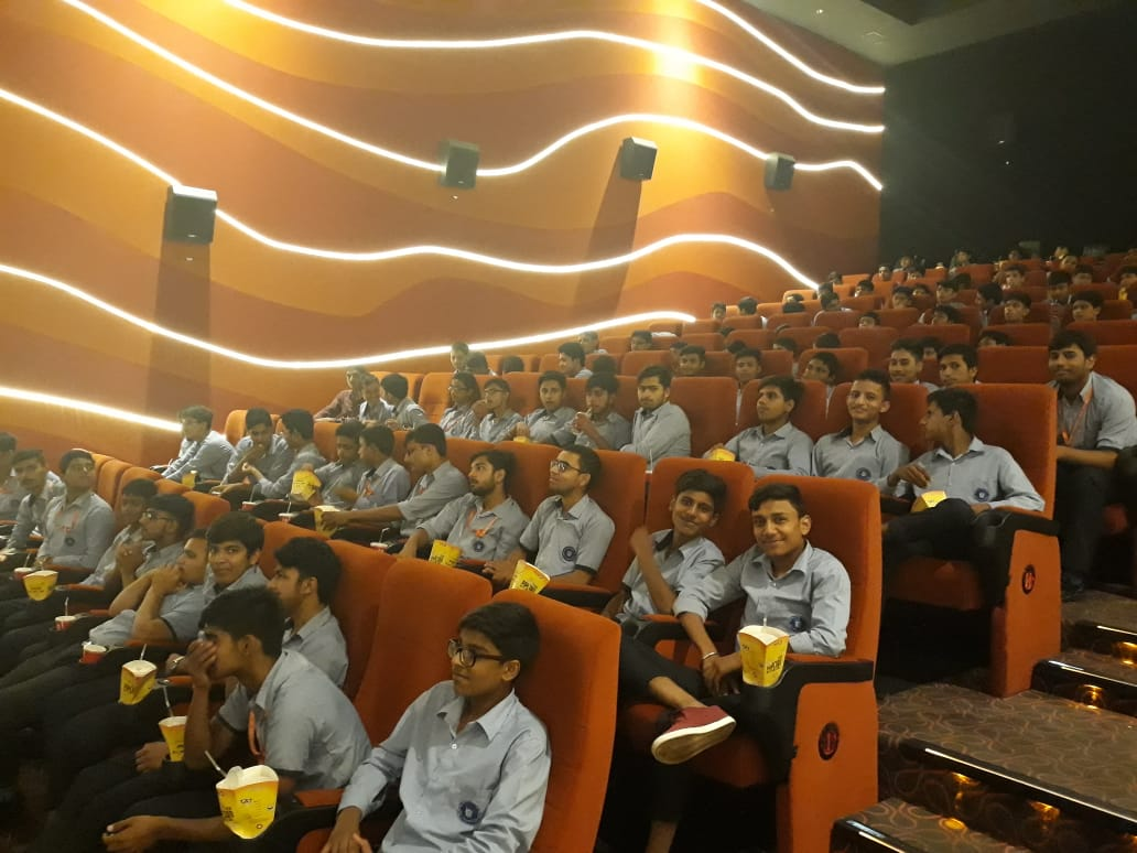 INOX Gurgaon welcomed 340 school students who enjoyed #Super30 at the theatre.  @iHrithik @mrunal0801 @nandishsandhu @TheAmitSadh @TripathiiPankaj @teacheranand @Shibasishsarkar #SajidNadiadwala @RelianceEnt @FuhSePhantom @NGEMovies @ZeeMusicCompany @INOXMovies