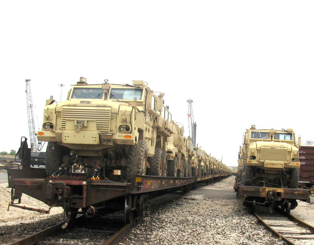 مصر تطلب الحصول على 1000 عربه MRAP اضافيه من الولايات المتحده EAD99zwX4AEng2w