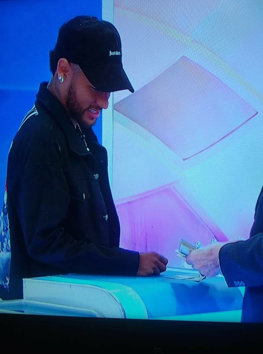 Neymar recebendo 280 reais do Silvio Santos KKKKKKK