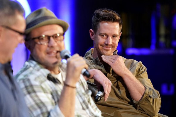 Get someone to look at you the way  @jason_dohring looks at @ricocolantoni ...<br>http://pic.twitter.com/zNjlP9e87I