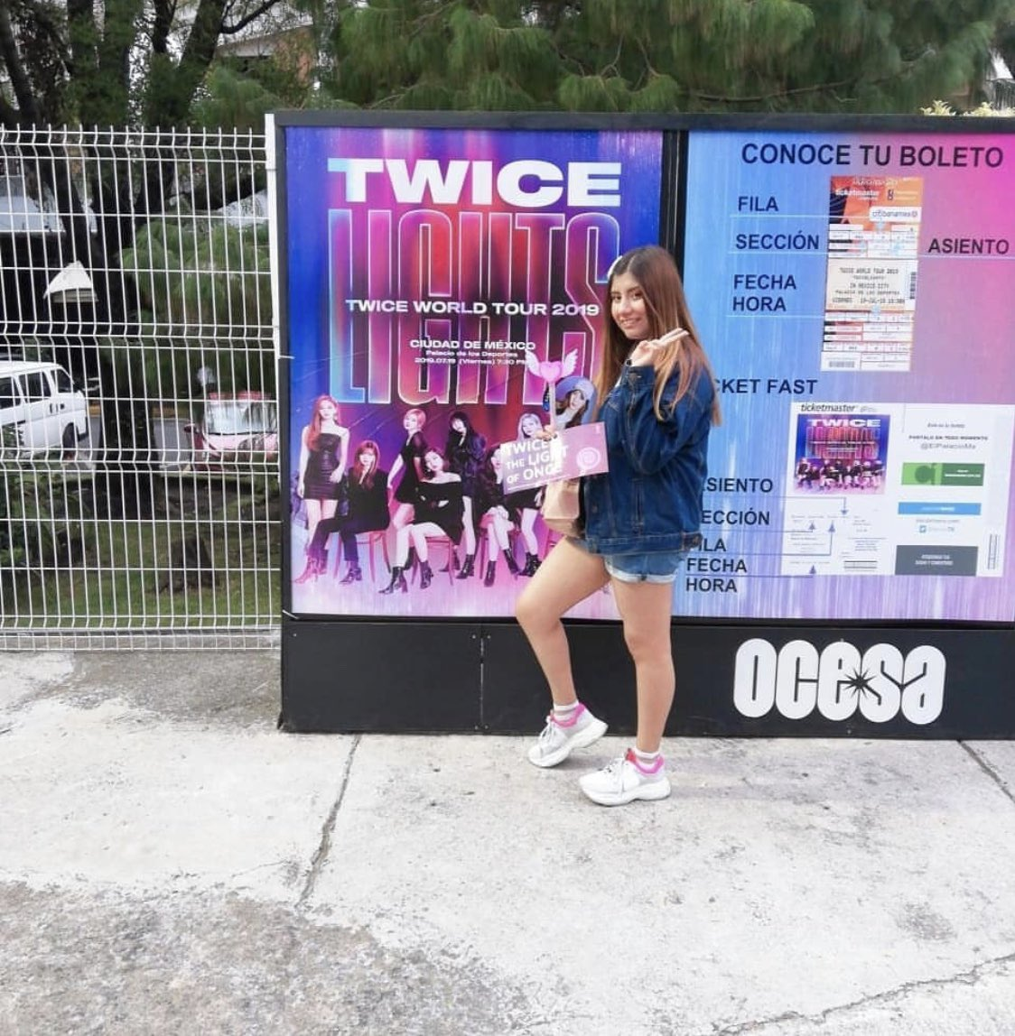 MEXICO ONCE!  ⁣ ⁣ This ONCE showed off her TWICE spirit all show long! These ladies loved supporting TWICE with banners!⁣ This cutie was so excited to see TWICE for the first time!⁣ Even this ONCE in training enjoyed the show!⁣ ⁣ #TWICEWORLDTOUR2019 #TWICEinMEXICO<br>http://pic.twitter.com/8A8vtMHUim