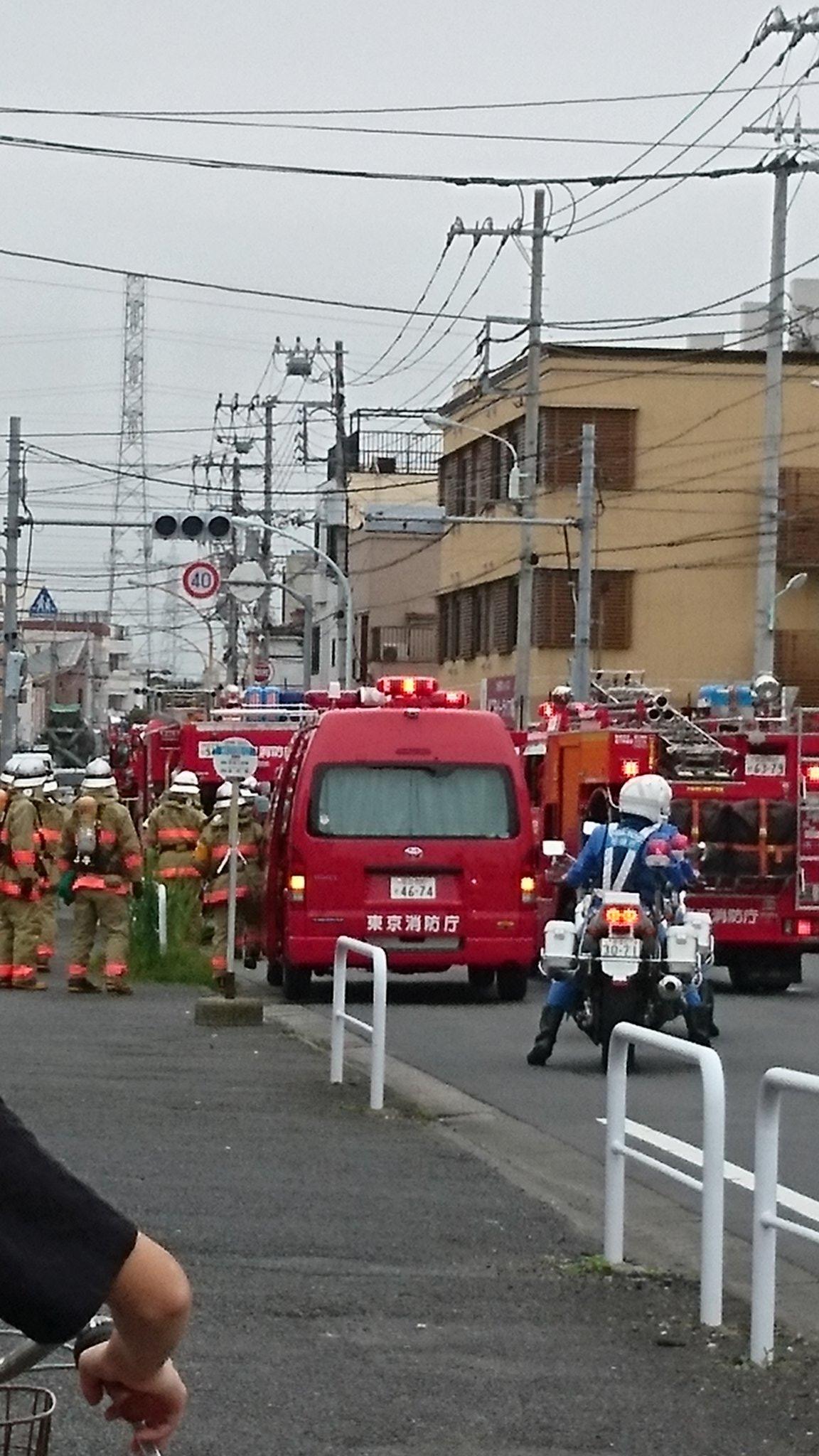 葛飾区奥戸と細田の爆発を伴う大規模停電で緊急車両が集まっている現場の画像