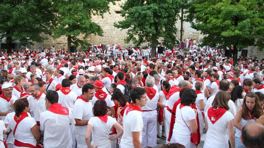 Fêtes de Bayonne, le programme complet des 5 jours en blanc et rouge https://www.francebleu.fr/infos/culture-loisirs/fetes-de-bayonne-2019-le-programme-des-5-jours-1563527604… #FDB #FDB2019
