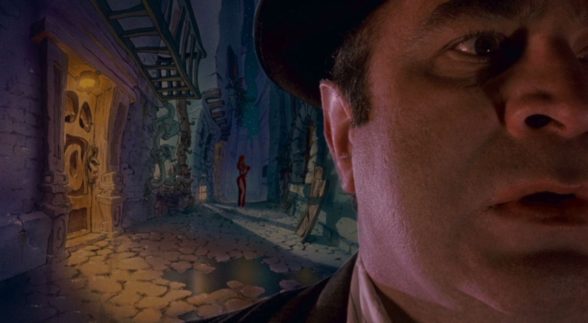 WHO FRAMED ROGER RABBIT (1988)  Cinematography by Dean Cundey Directed by Robert Zemeckis Explore more shots in our database: http://ops.fyi/ShotsDB  pic.twitter.com/5Ys4HnRJs6