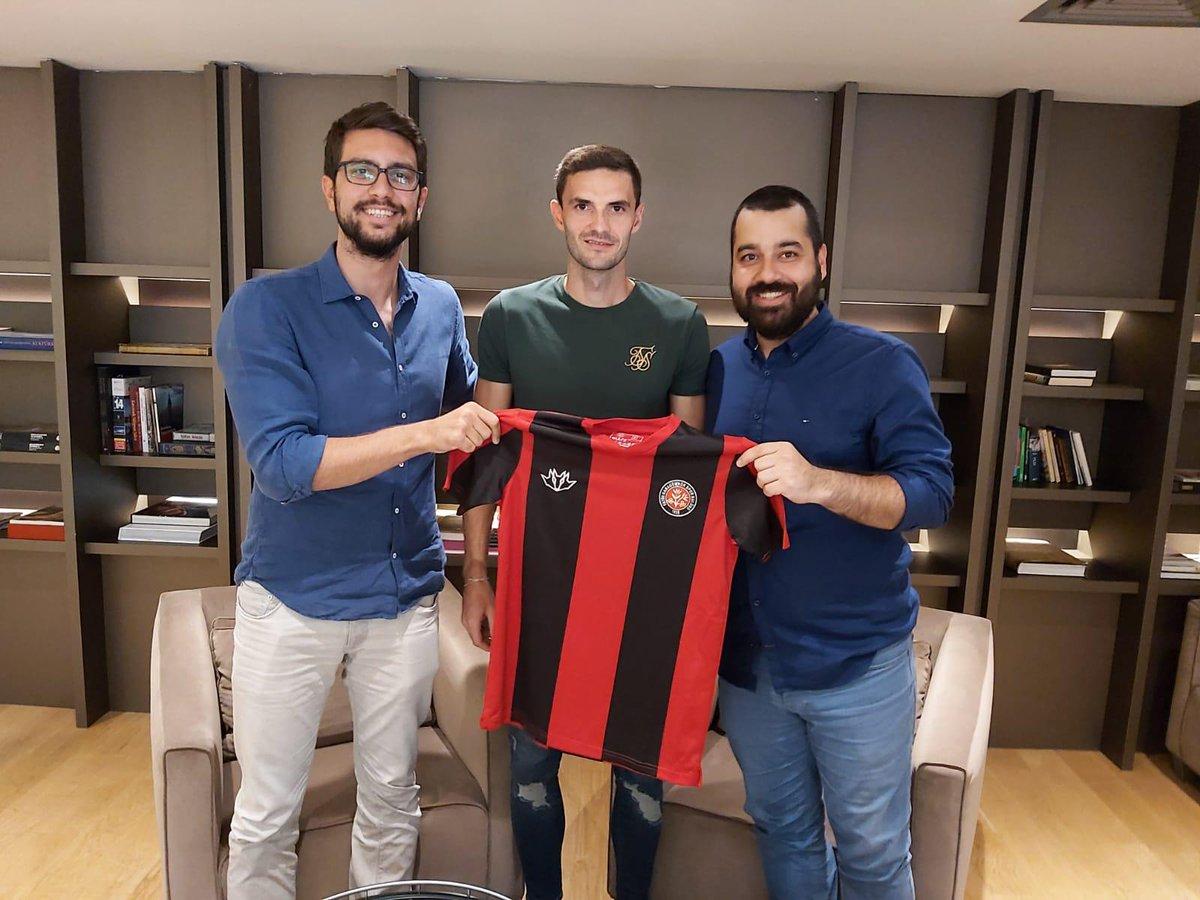 Fatih Karagümrük, Hapoel Be'er Sheva'da forma giyen Slovak milli orta saha Erik Sabo ile sözleşme imzaladı.