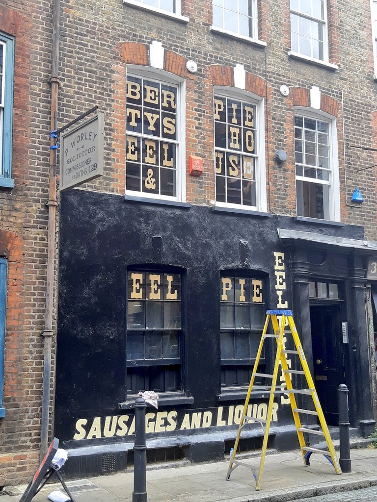 Approaching lunchtime, my hopes are raised briefly by the prospect of a new pub and a new Pie & Mash shop on Fournier Street, #Spitalfields. Unfortunately, both turn out to be part of a film set. @pienmashporn <br>http://pic.twitter.com/cGwZkaviiQ