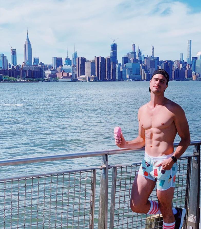 Hi USA,  Stunning pic from @mp.pittman  #newyork #usa #summer #vacation #digitalnomad #budgettravel #solotravel #solotraveler #travelbuddy #flashpacker #student #backpacker #interrail #gapyear #worldtrip #eurotrip #design #style #fashion #gaytravel #travel #trip #citytrip