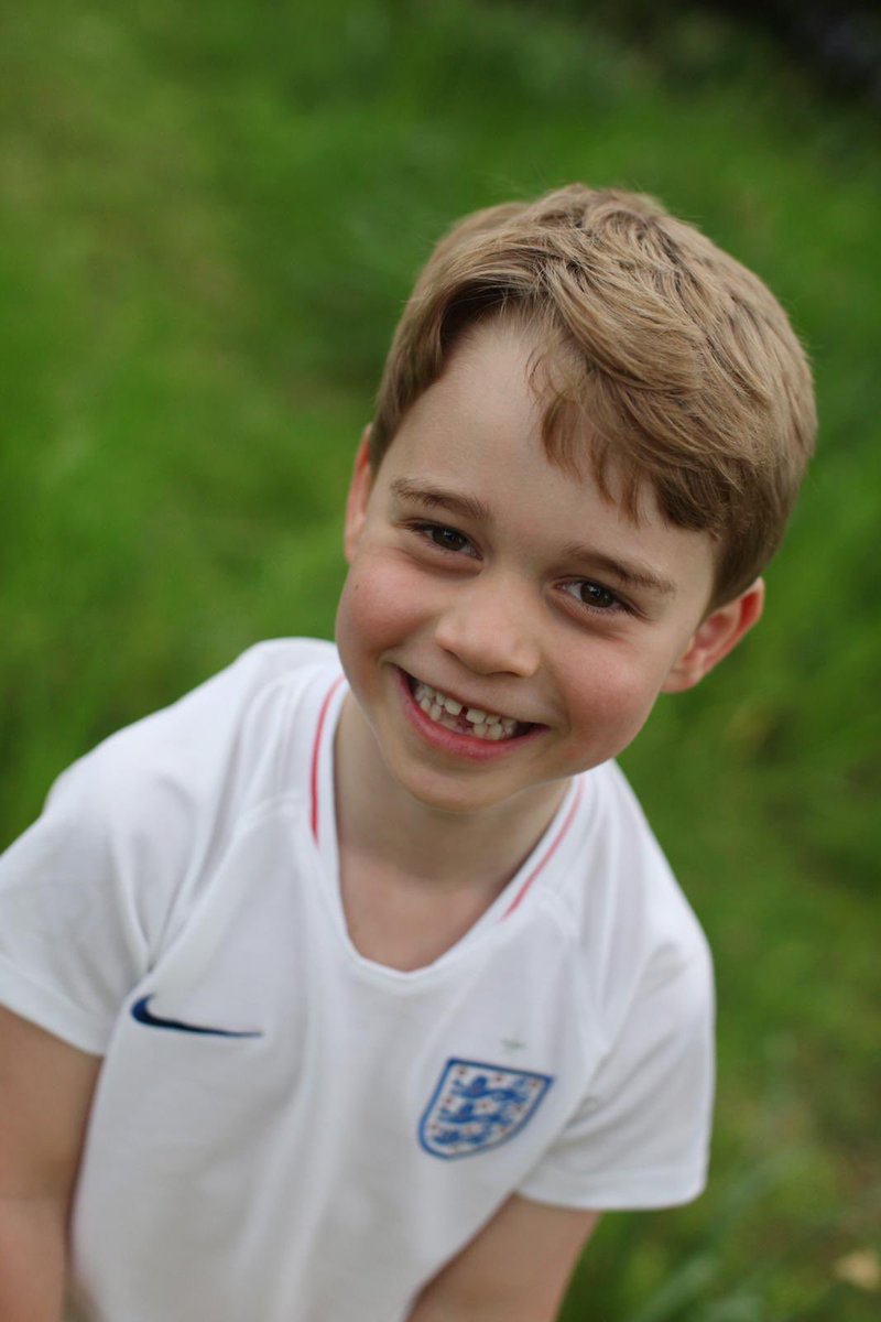 To honour the occasion The Duke and Duchess of Cambridge have shared three new photographs of The Prince. <br>http://pic.twitter.com/w2OYOQfOVR