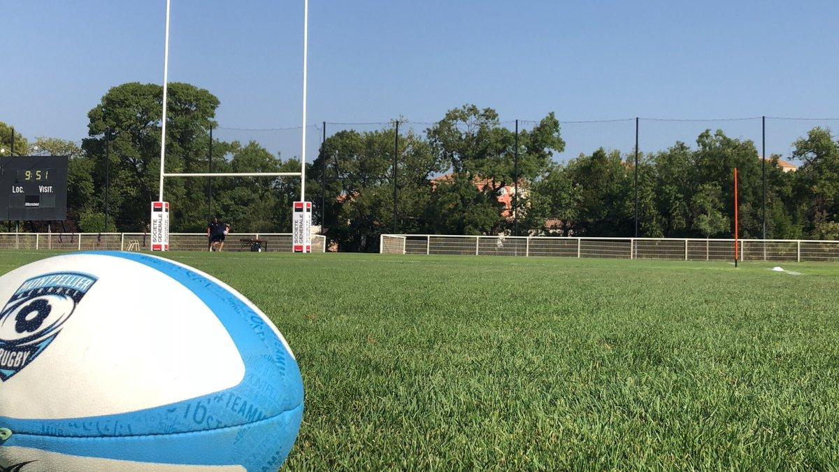 C'est parti pour une nouvelle semaine qui démarre avec un entraînement ouvert au public ! 🏉 Ça se passe sur le terrain Éric Béchu à partir de 11H00 ! ⚪️🔵