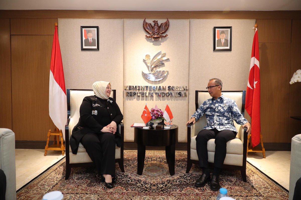 Endonezya Sosyal İşler Bakanı Sn. Agus Gumiwang Kartasasmita ile sosyal hizmetlere dair tecrübelerimizi paylaştık ve işbirliği alanlarımıza dair mutabakat zaptı imzaladık.