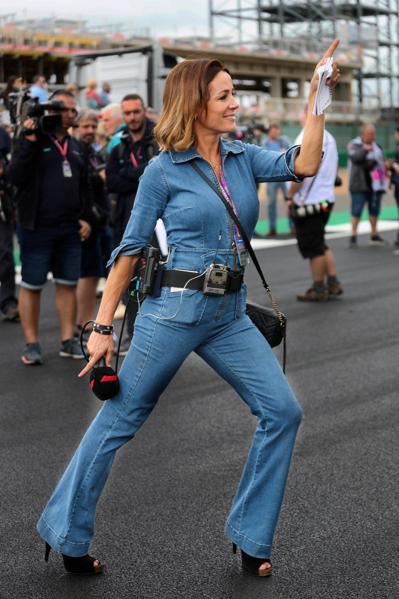 BOOM !! ... and there she is ... in all her glory ... bustin' the move at the #F1 #BritishGP🇬🇧  @NataliePinkham @SkySportsF1  ... just BRILLIANT !! Daisy (Dukes of Hazard) & Charlie's Angels ... eat your hearts out !!  🤣🤣