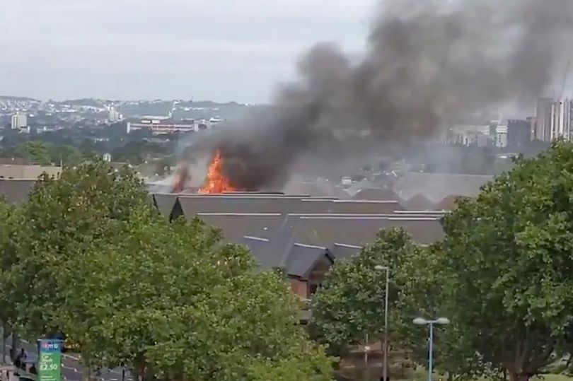 Shop workers 'in complete shock' as huge fire rips through The Mall in Walthamstow https://www.mirror.co.uk/news/uk-news/breaking-walthamstow-fire-the-mall-18501080 …