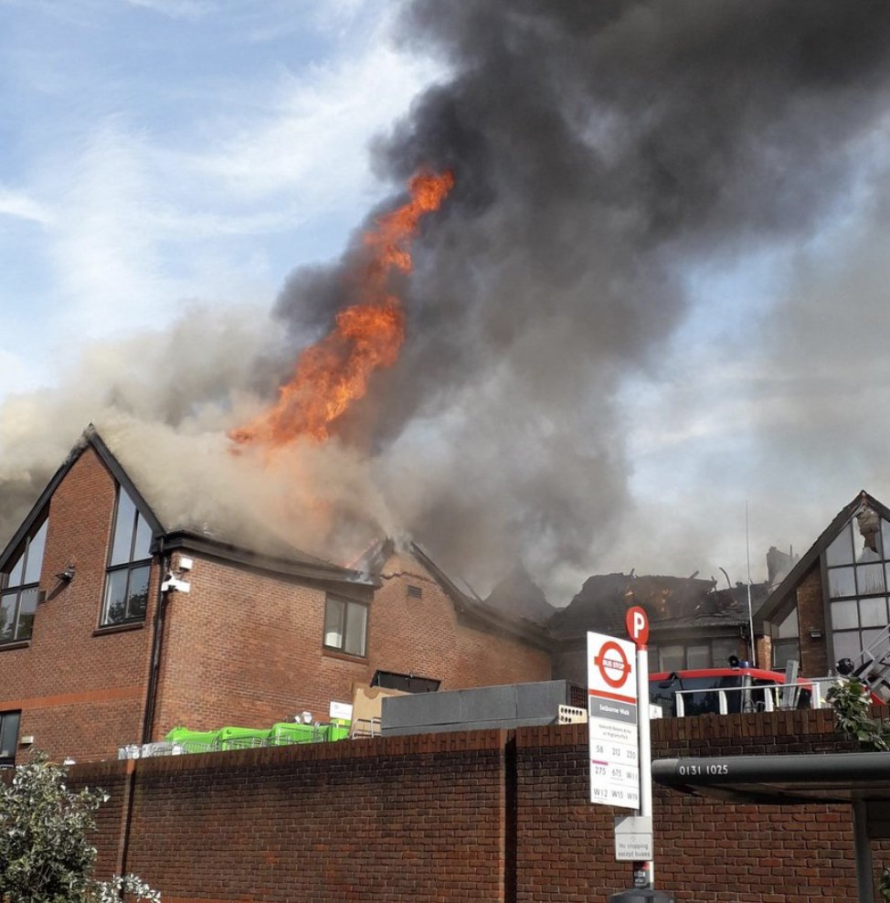 'Hellish scenes' as huge fire at shopping centre declared 'major incident' #walthamstow  https://www.dailystar.co.uk/news/latest-news/793313/fire-selborne-road-walthamstow-shopping-centre-london …