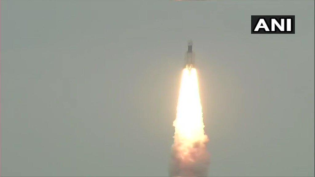 @SushmaSwaraj @isro जय हो। उड़ चला #चंद्रयान2