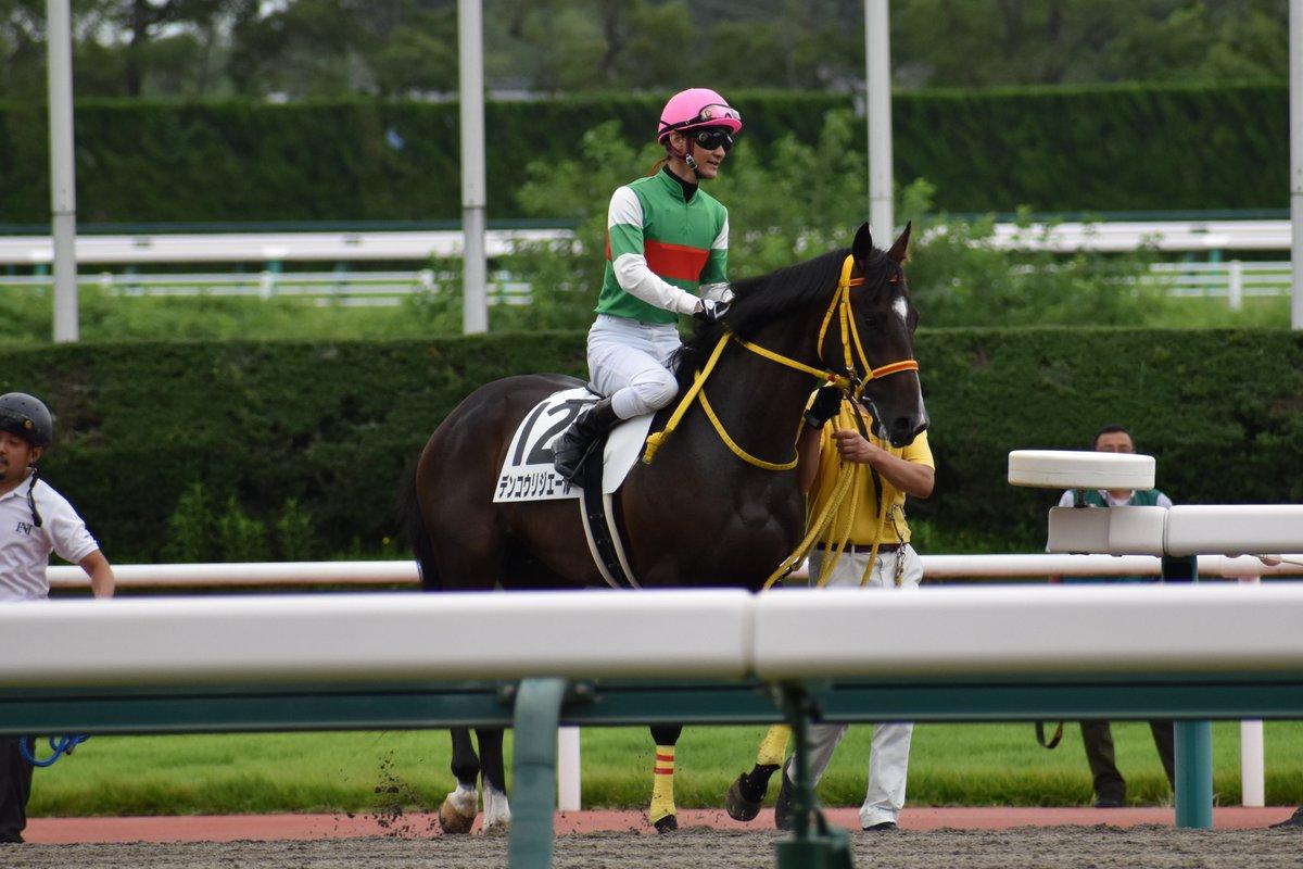 2019年7月21日 中京2R2歳未勝利 デンコウリジエール(太宰啓介騎手) スタートで大きく出遅れて最後方からの競馬に。 行き脚が付いてからは勢いよく上がって行って3コーナーでは3番手。 直線でなかなか差を詰められませんでしたが、ゴール直前で急襲、クビ差差し切って1着でした。 荒川義之厩舎の管理馬