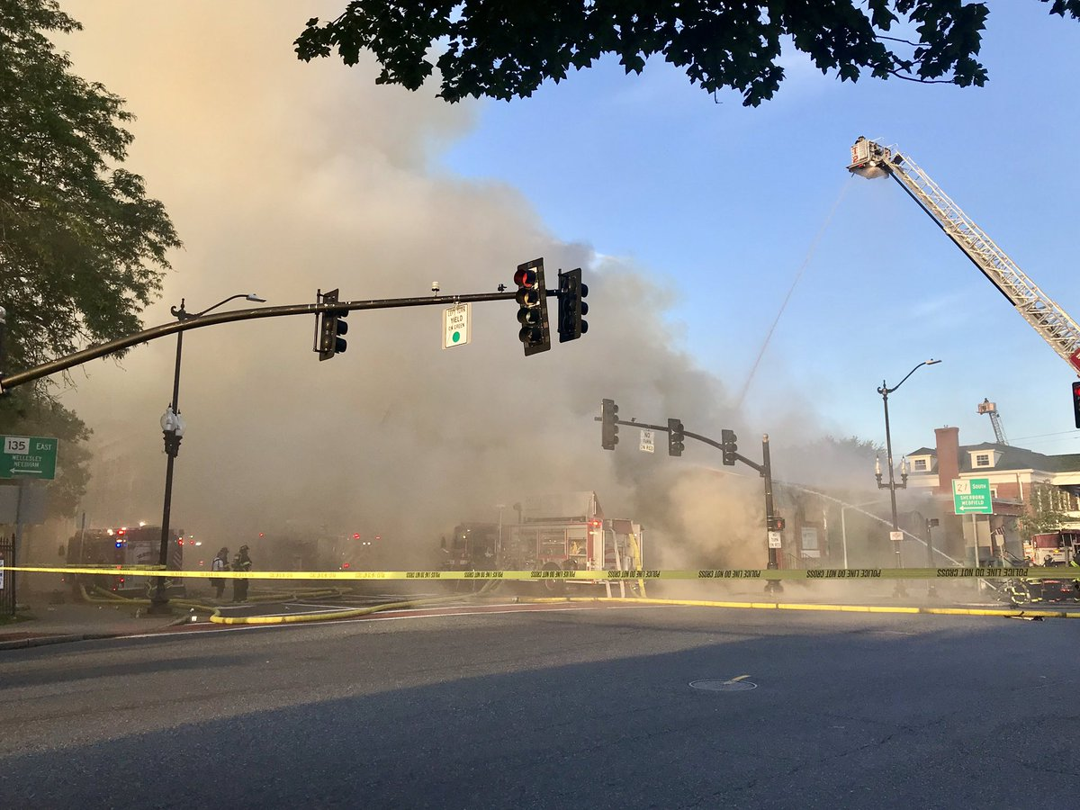#Update Smoke is again so thick you cannot see the building burning on S Main St across from Natick Common. @boston25 <br>http://pic.twitter.com/ie7cCiOD0t