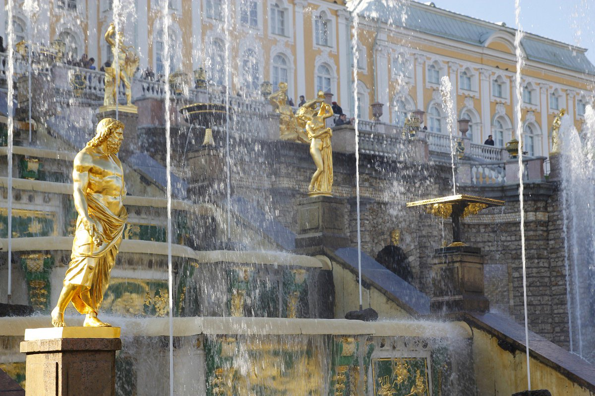 The Grand cascade is the most grandiose fountain construction of Peterhof #Palace in #Russia. It's truly a beautiful sight! #architecture<br>http://pic.twitter.com/jBFq1SSX3k